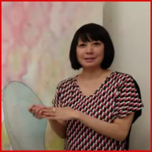新井薫子(松本伊代同級生アイドル)の現在は?吉本所属の世界的アーティスト