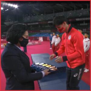 オリンピック表彰式でメダルが裏表になってしまう意外な理由とは?